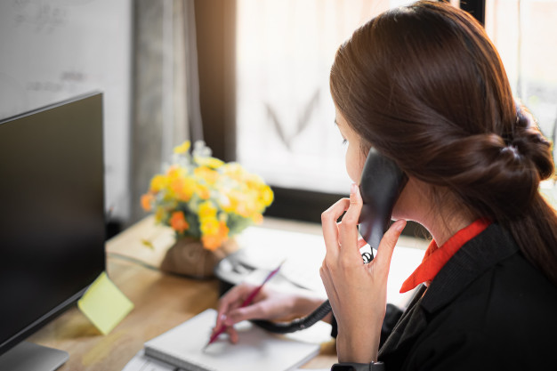 Should I Leave a Voicemail When Cold Calling success institute australia
